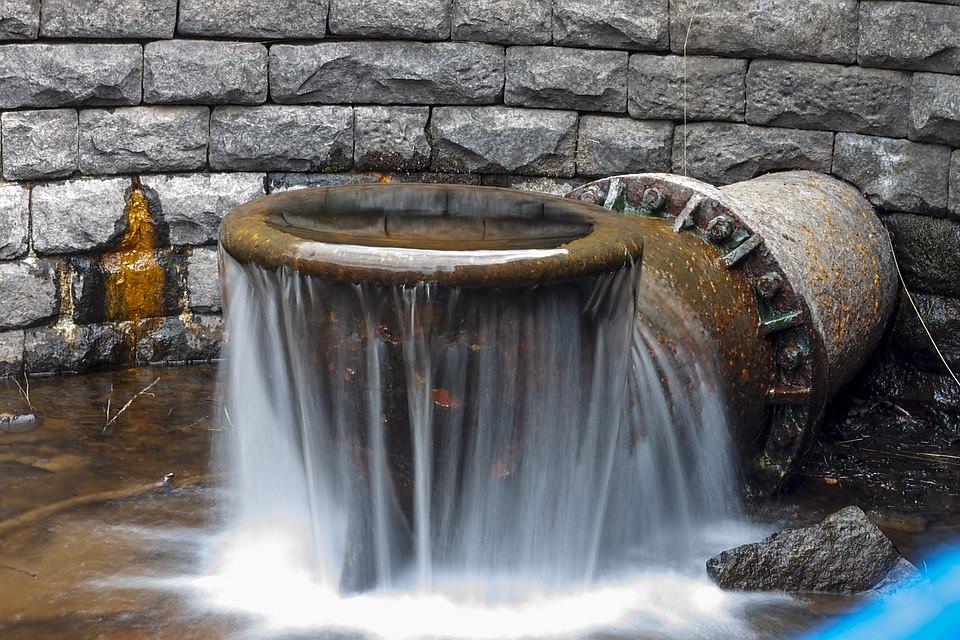 Overflowing water
